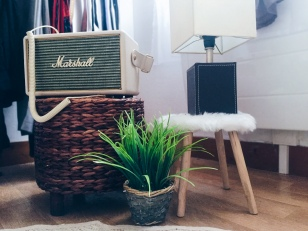 Enceinte Marshall, tabouret Action